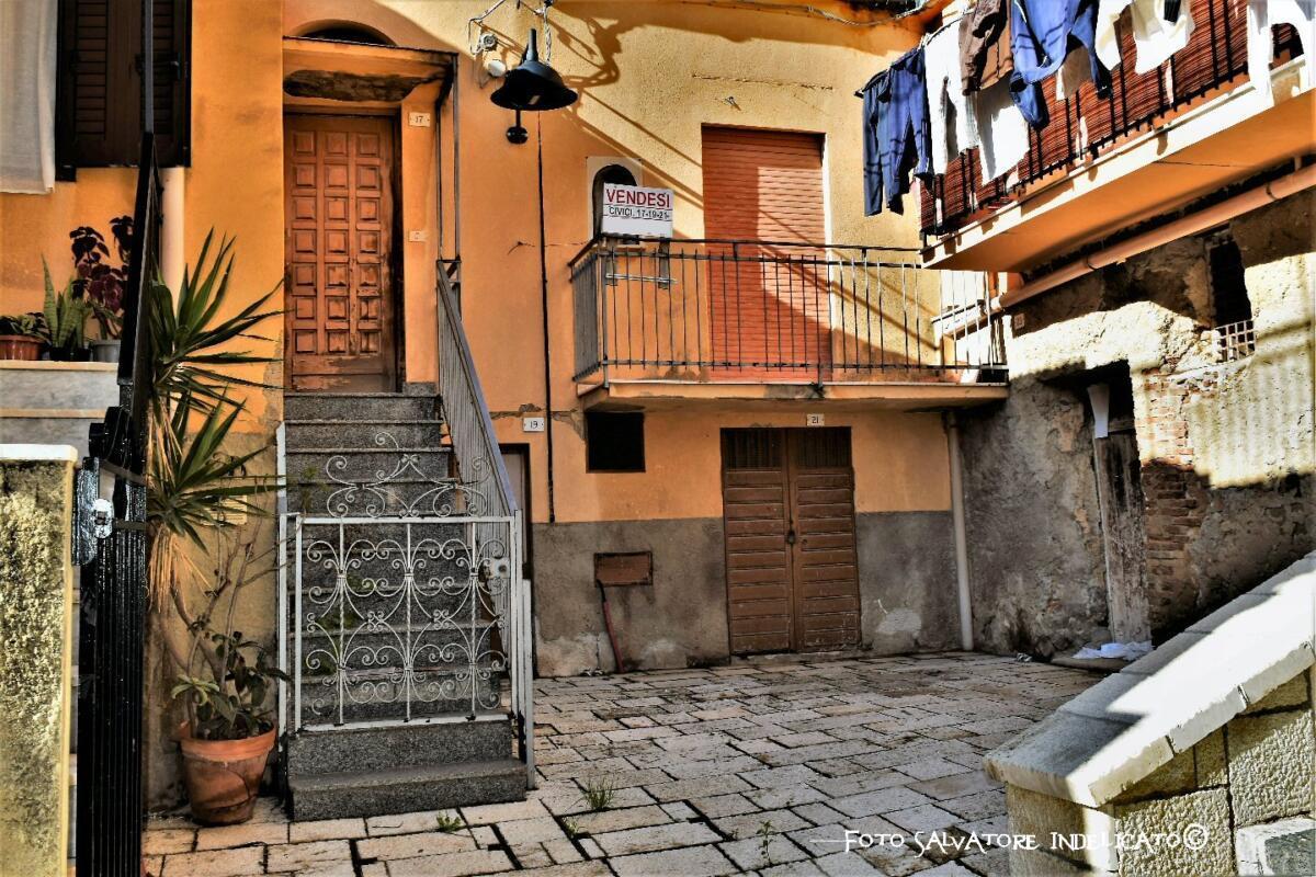 Centro storico di Agrigento: cortile in prossimità di via Raccomandata