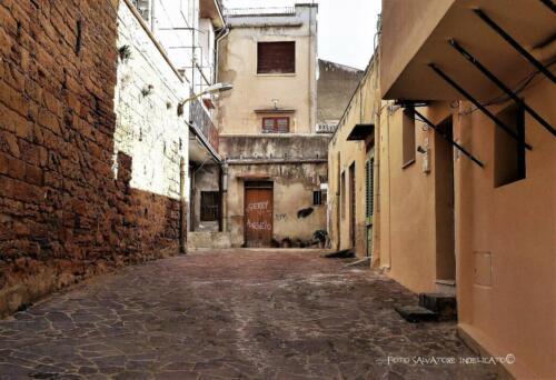 Centro storico di Agrigento: cortile in prossimità di Salita Sanzo