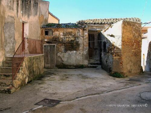 Centro storico di Agrigento: cortile in prossimità di via Belvedere