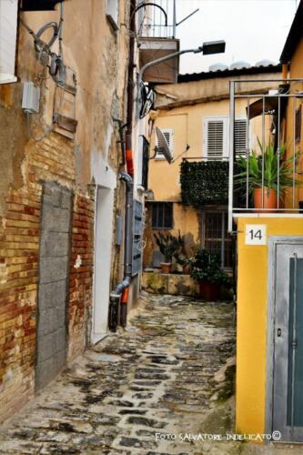 Centro storico di Agrigento: cortile in prossimità di Vicolo Ospedale